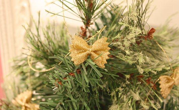 homemade-christmas-garland-pasta-bowties-gold-glitter