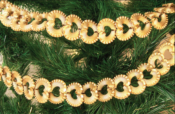 homemade christmas ornaments hearts-tubes-garlands-gold-spray