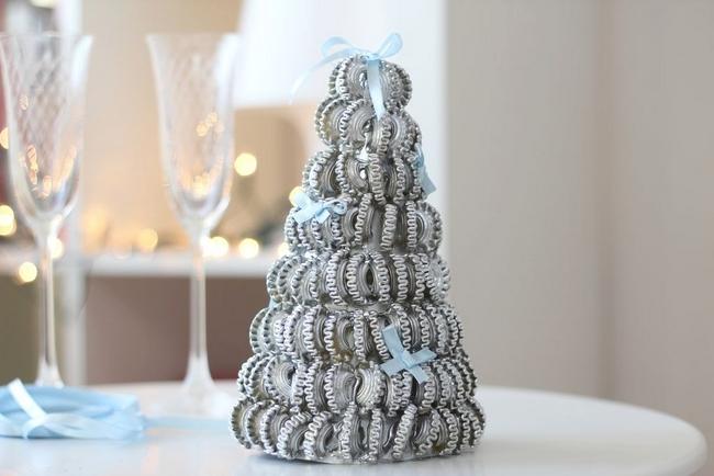 homemade christmas ornaments silver-sprayed-pasta-tree