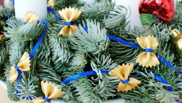 homemade-christmas-tree-decorations-garland-pasta-bowties