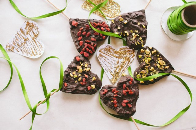 chocolate dessert surprise for your loved ones easy Valentine's Day gift ideas