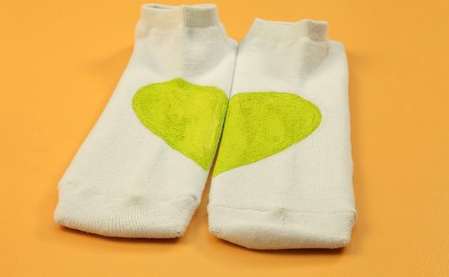 diy valentine's day gift for him -idea-green-heart-socks