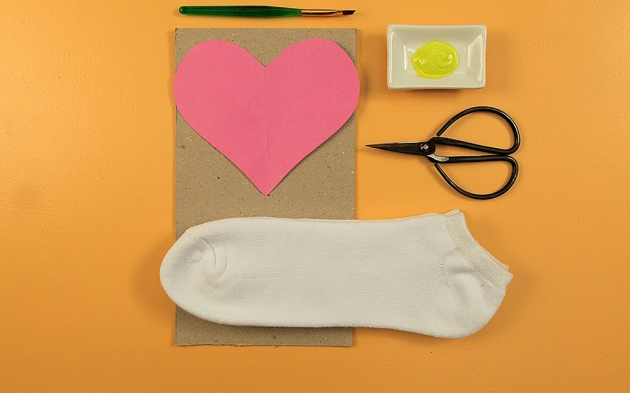 funny diy valentine's day gift for him - decorate his socks!, Ideas
