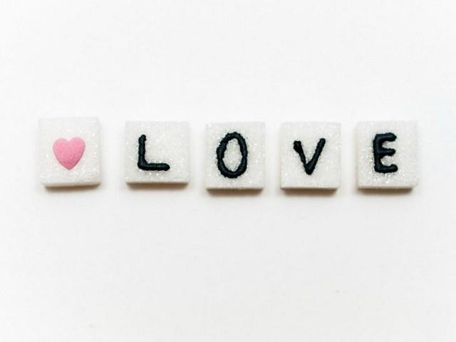 love declaration sweet Valentine's Day gift ideas romantic morning surprise