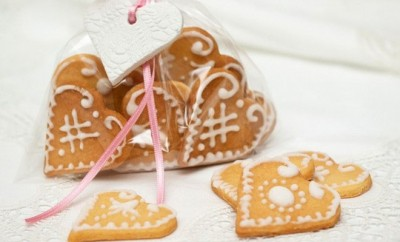 valentines-day-craft-for-kids-diy-gift-idea-easy-to-make-heart-shape-form-baked-cookies