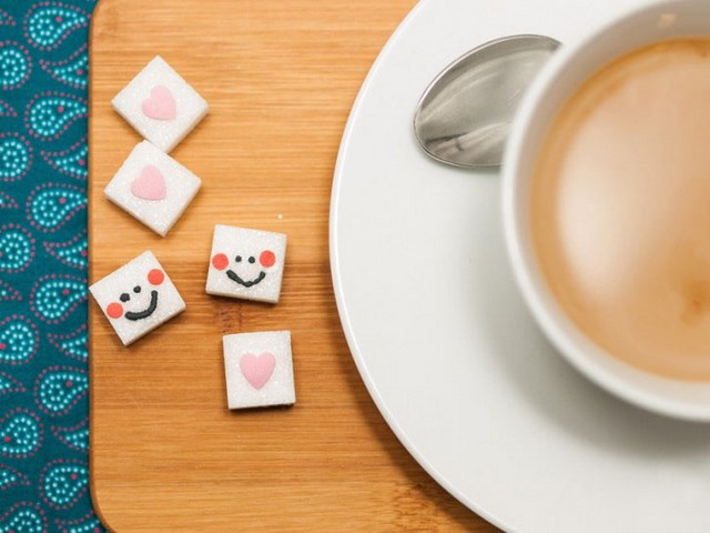 Valentine's Day gift ideas for him smiley faces and pink hearts decoration