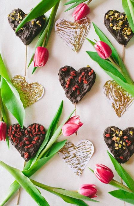 Valentine's Day romantic desserts chocolate lollipops easy diy gift idea