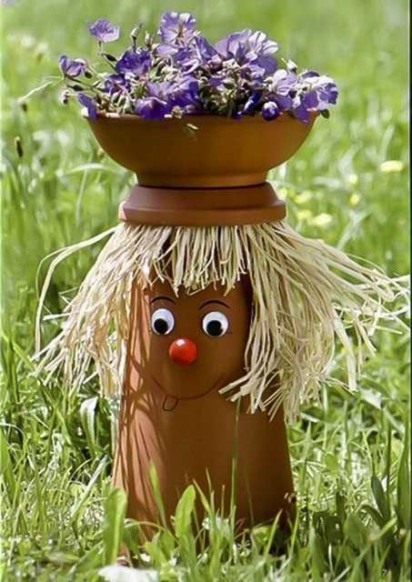 clay-flower-pot-crafts-people-raffia-hair-garden-decoration-idea