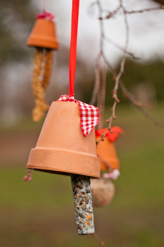 diy bird feeders hanging-clay-pot-lard-seeds-stick-red-ribbon
