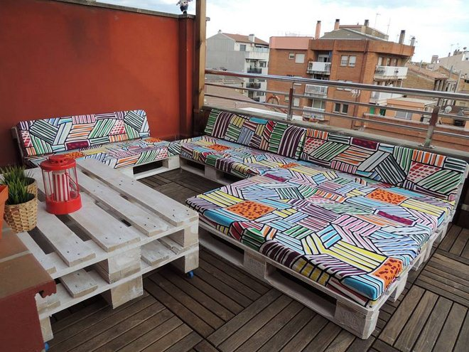 diy-pallet-furniture-ideas-balcony-patio-couch-table