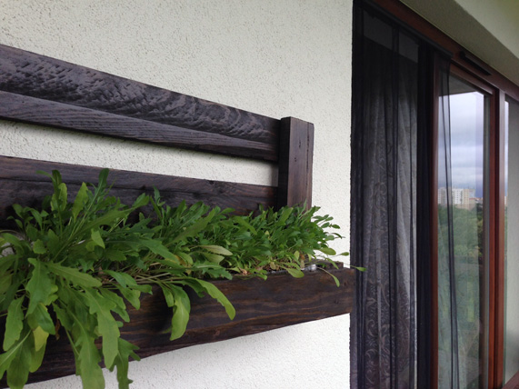 diy-pallet-furniture-ideas-balcony-wall-planters