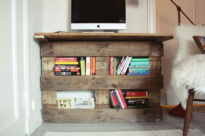 diy-pallet-furniture-ideas-desk-storage-books