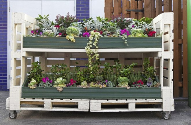 diy-pallet-furniture-ideas-garden-raised-beds