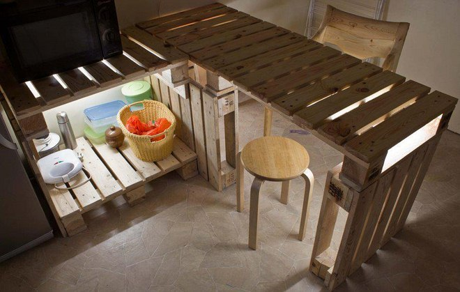 Diy pallet furniture ideas 40 projects that you haven 39 t seen for Table exterieure originale