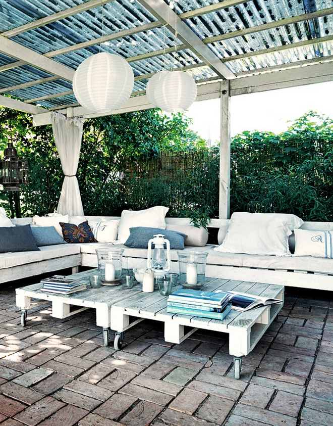 diy-pallet-furniture-ideas-patio-couch-tables-casters