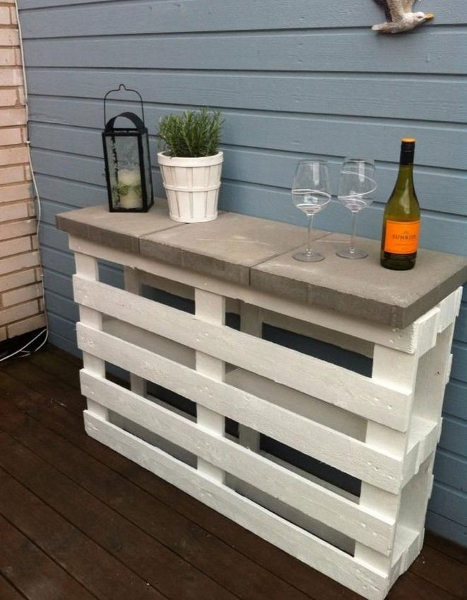 diy-pallet-furniture-ideas-patio-white-painted-bar-concrete-tiles