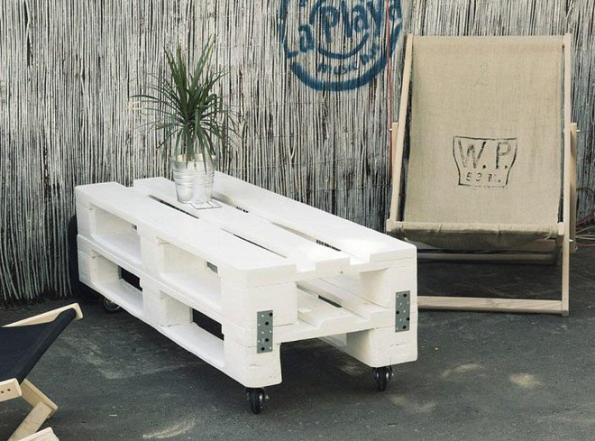 diy-pallet-furniture-ideas-white-painted-foldig-table-casters