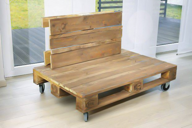 diy pallet sofa tutorial project with a clever storage idea. Black Bedroom Furniture Sets. Home Design Ideas
