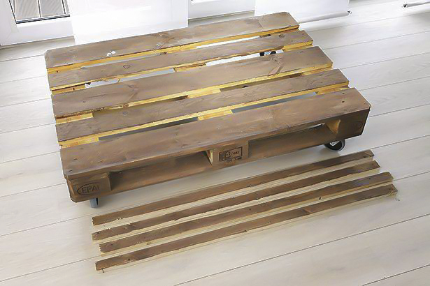 diy-pallet-sofa-tutorial-casters-mounting