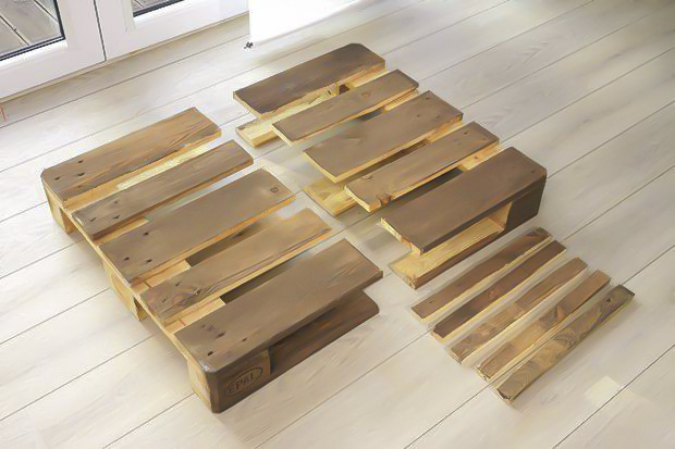 DIY pallet sofa -tutorial-wooden-pallet-two-cut