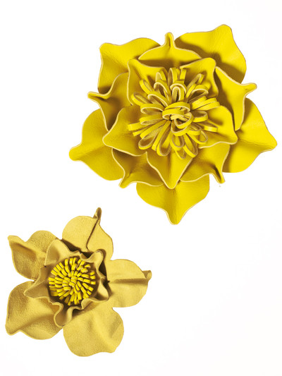 DIY summer ideas craft-project-yellow-leather-flowers