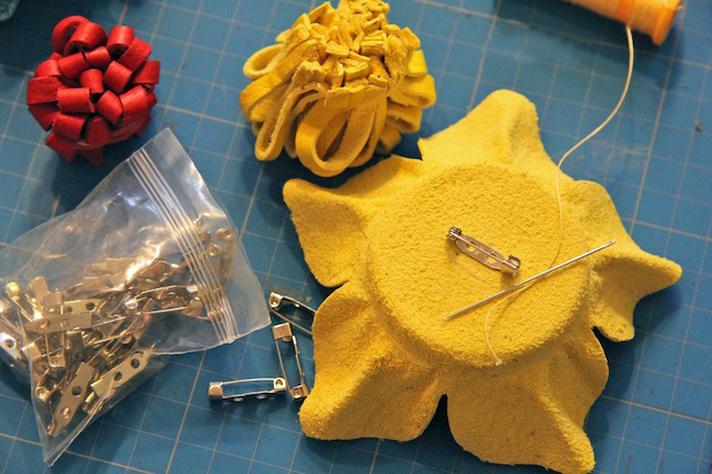 diy-summer-ideas-fashion-accessories-leather-flower-brooches