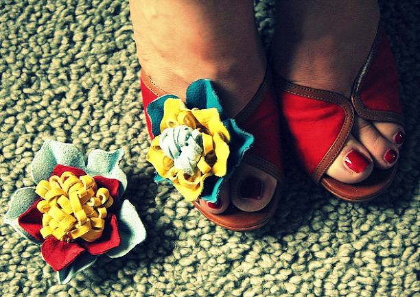 DIY summer ideas how-to-make-leather-flowers-sandals-decor