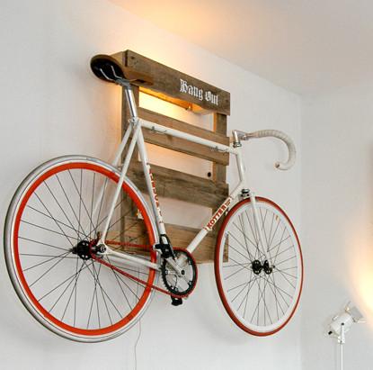 diy-wooden-pallet-ideas-bike-holder-wall-mounted