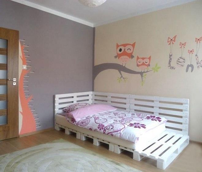 diy-wooden-palletes-bed-teenage-girl-bedroom