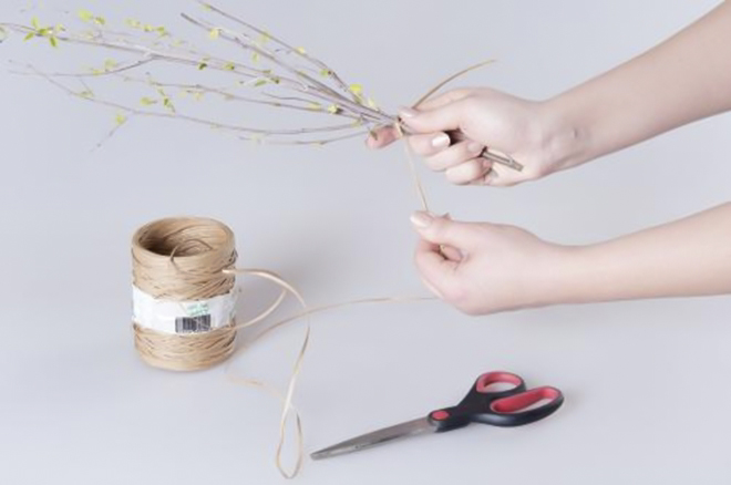 spring floral arrangements birch branches easter table decorations diy