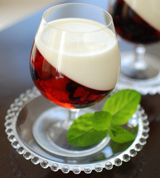 Easy summer dessert recipe no-bake-berry-fruit-jellies-yogurt