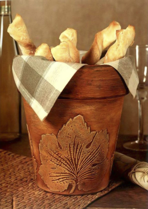 clay pot craft ideas diy-bread-basket-vintage-painting-technique