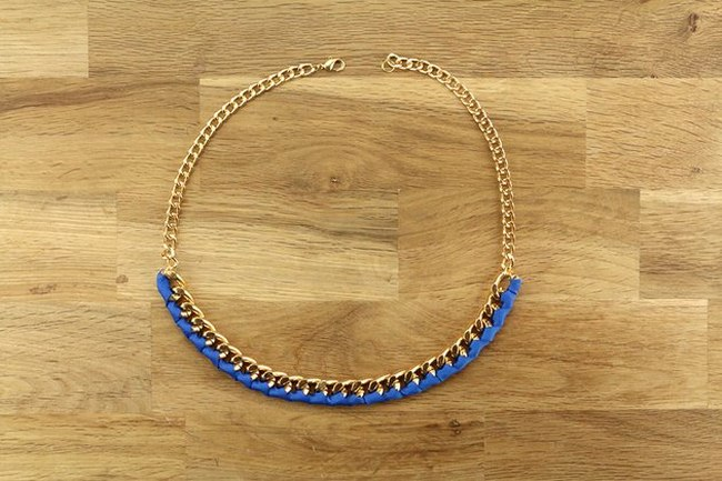 diy-gold-chain-statement-necklace-blue-ribbon