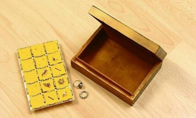 DIY ring storage box made of empty chocolate box insert