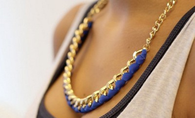 diy-statement-necklace-large-chain-blue-ribbon