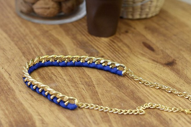 diy-statement-necklace-tutorial-gold-chain-blue-ribbon
