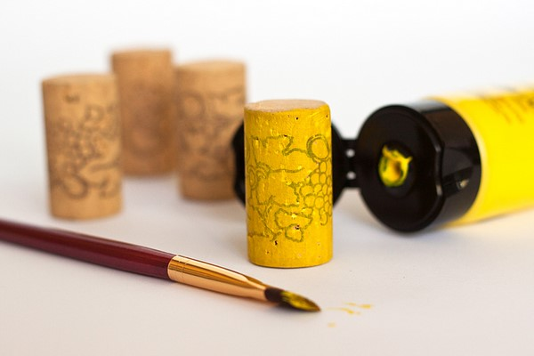 homemade games for kids painted corks in four colors