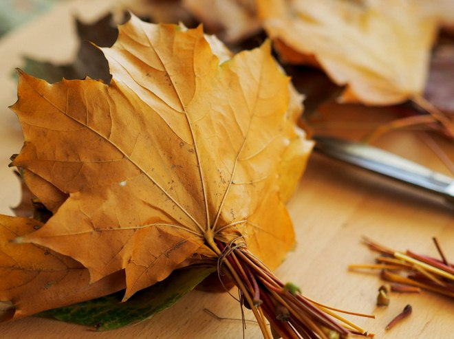 Fall leaf crafts how to make rose bouquet from maple leaves for Leaf crafts for adults