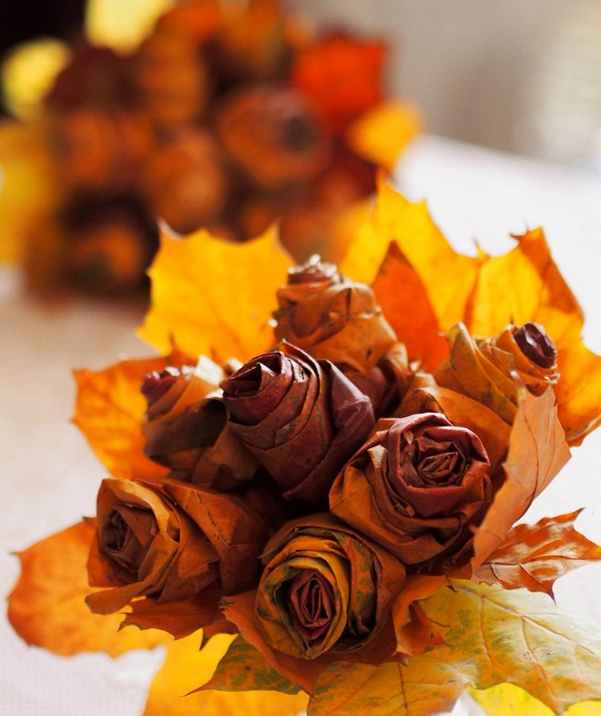 Fall leaf crafts rose-bouquet-maple-leaves-tutorial