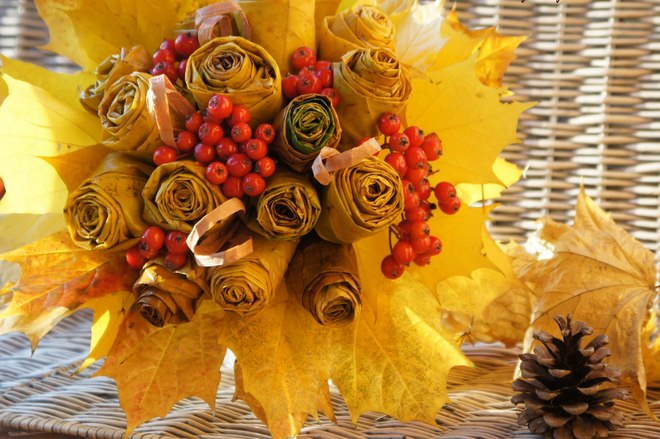 fall-leaf-crafts-thanksgiving-wedding-bouquet-maple-leaves
