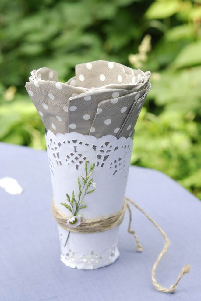 table-decorating-ideas-french-provence-doilies-napkin-holder