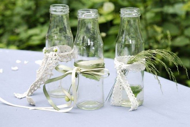 Table decorating ideas french provence glass bottles lace ribbons