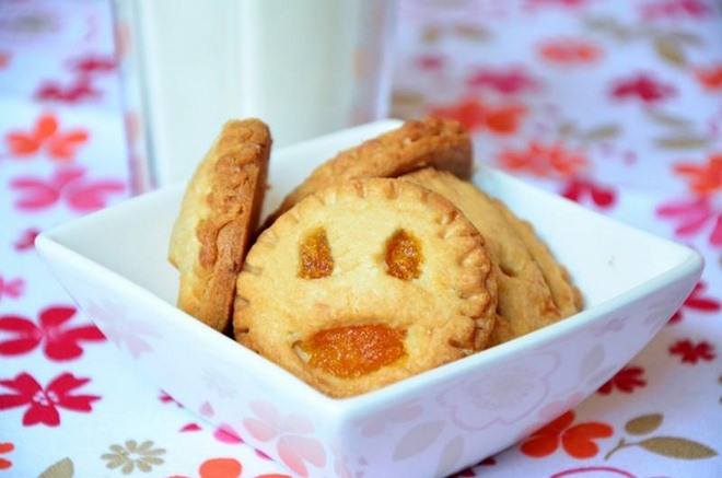 Halloween baking ideas recipes-treats-kids-jack-o-lantern-pop-tarts