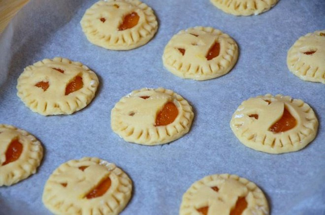 halloween-baking-recipe-idea-pumpkin-pocket-pies