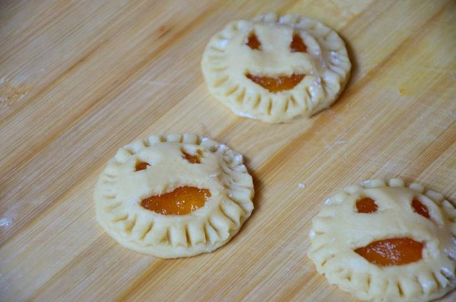 halloween-baking-recipe-idea-pumpkin-pop-tarts-filled-pumpkin-jam