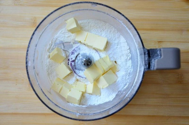 halloween-baking-recipe-mix-flour-butter-blender