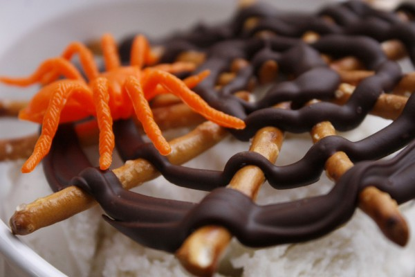 halloween-kids-desserts-spiderwebs-chocolate