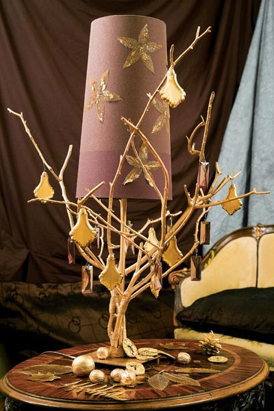 natural-fall-decorations-table-lamp-branches-base-gold-painted