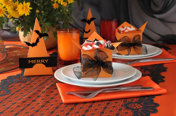 table decorating ideas halloween black orange candy gifts - Halloween Table Decoration