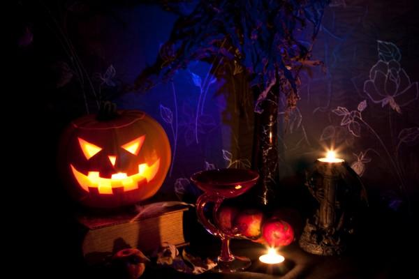 table-decorating-ideas-halloween-jack-o-lanterns-tealights